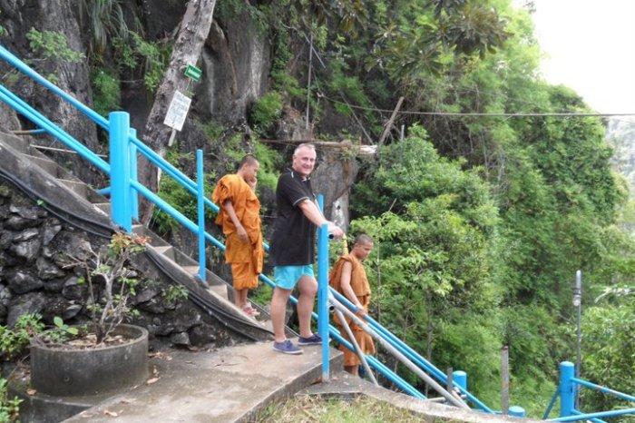tiger-cave-temple-monks